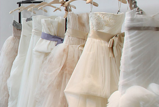 Svatebn aty svatebn tipy rady a n pady for Where to dry clean wedding dress