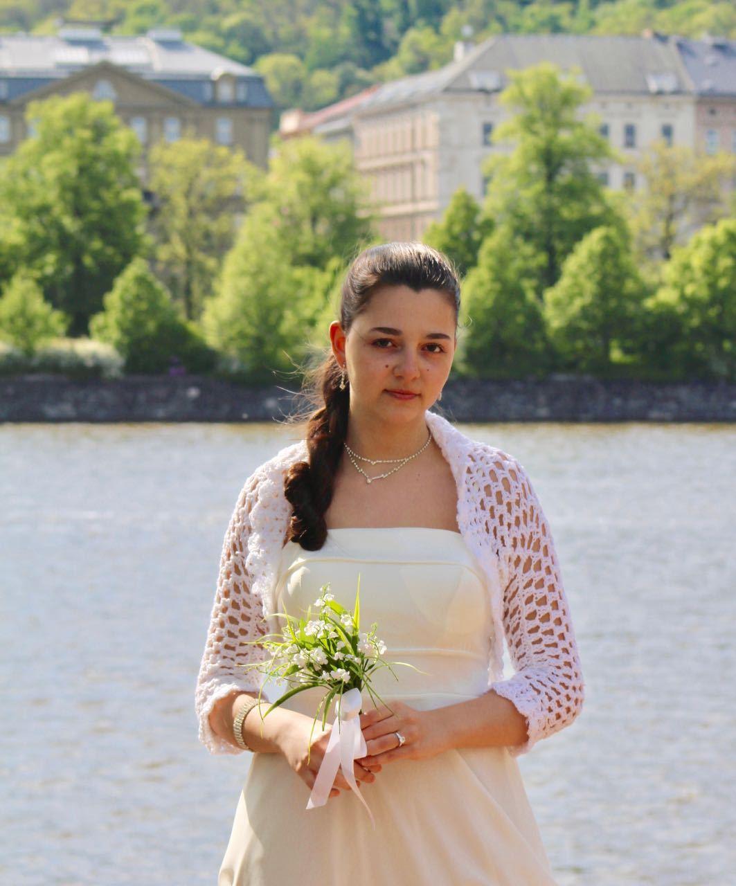 Svatební háčkované bolerko