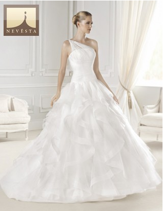 Svatební a společenské šaty salon Nevěsta